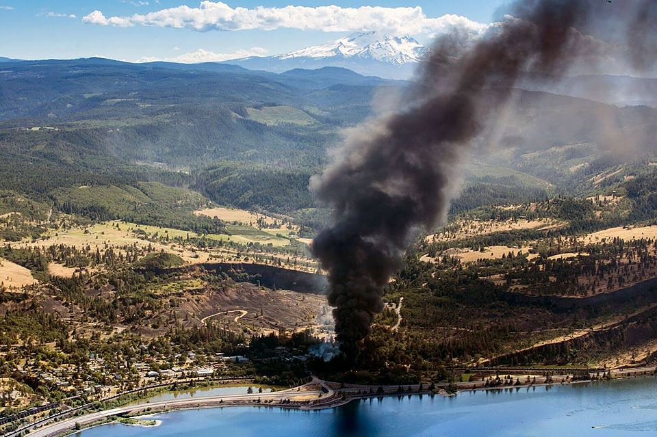 mosier oregon oil train derailment oil trains