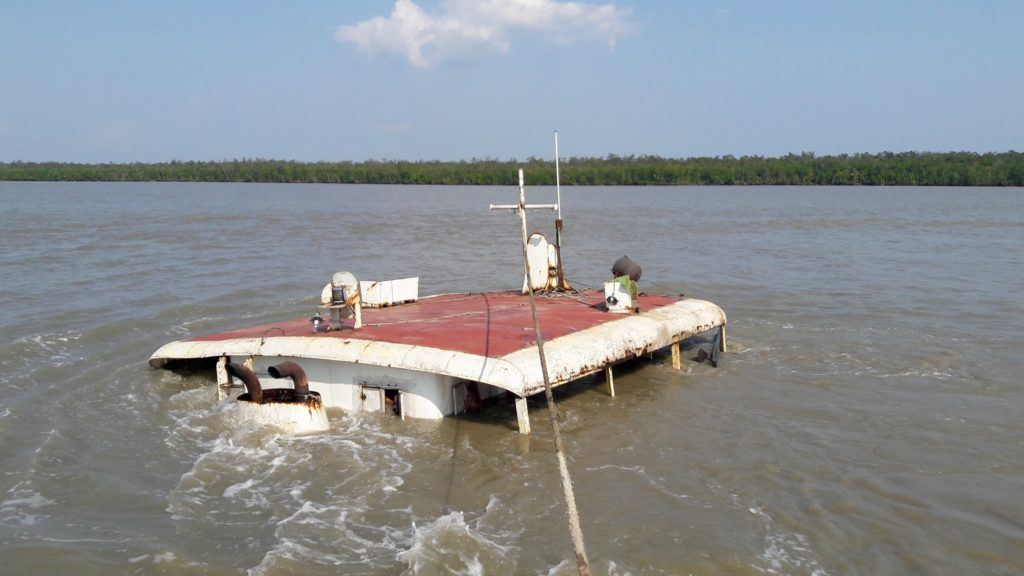 coal barge sinks in sundarbans