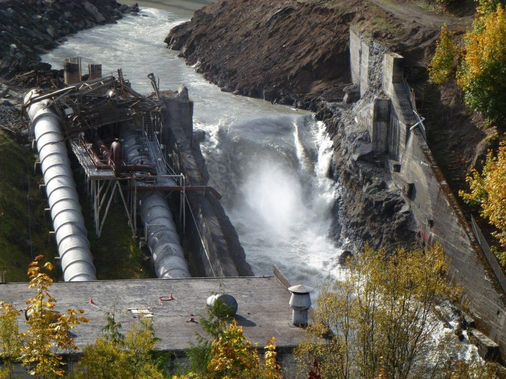 Après le retrait du barrage d'Elwha dans l'État de Washington - le plus grand enlèvement de barrage de l'histoire des États-Unis - la rivière Elwha est en plein essor.