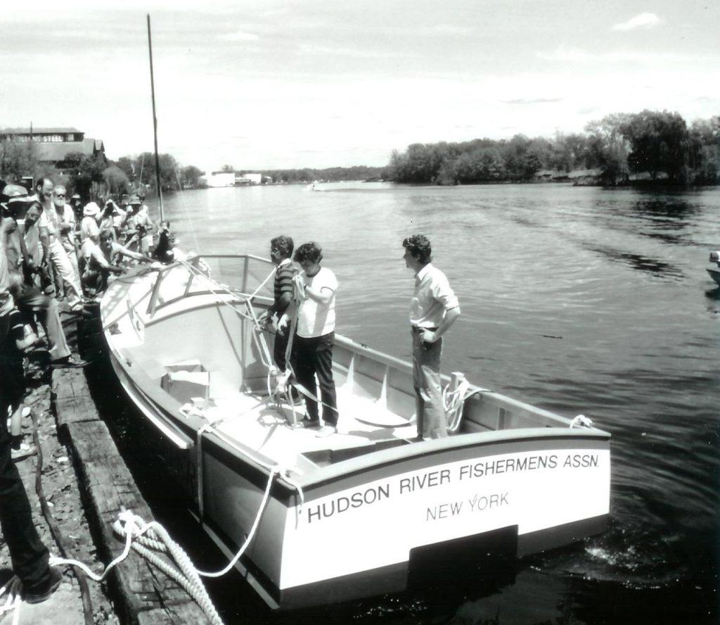 La première Riverkeeper bateau, un hors-bord en bois de 25 pieds, a été mis à l'eau en 1983. Depuis, Riverkeeper les patrouilles ont abouti à des dizaines de millions de dollars d'amendes aux pollueurs et ont conduit à la remarquable résurgence de la rivière Hudson.