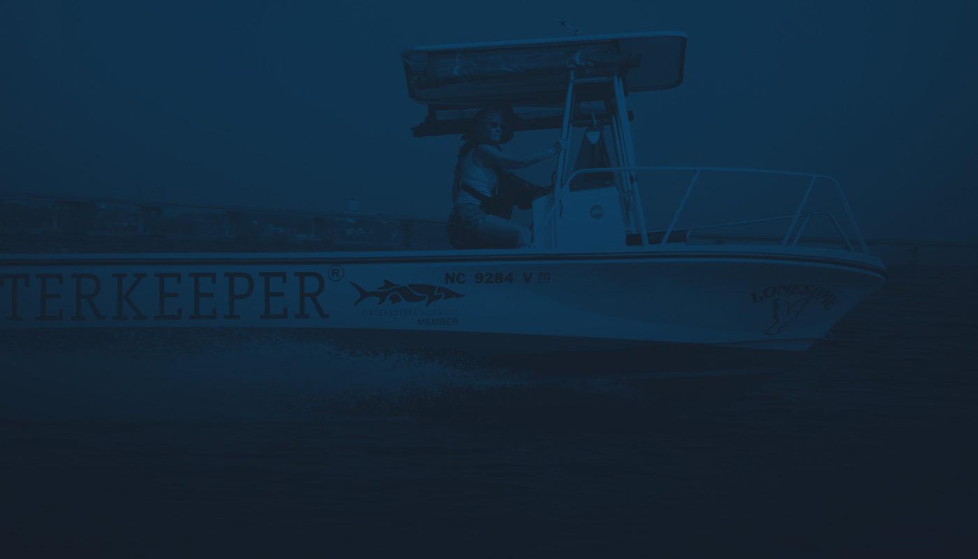 image de bateau sur l'eau