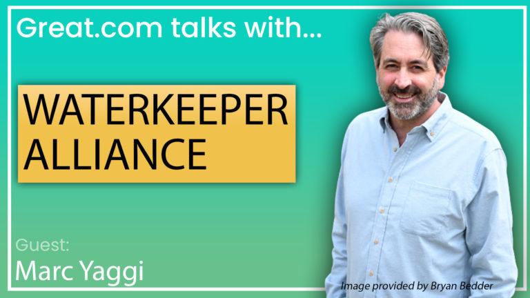 """Un gráfico con Marc Yaggi a la izquierda y """"Great.com habla con Waterkeeper Alliance""""escrito a la izquierda."""