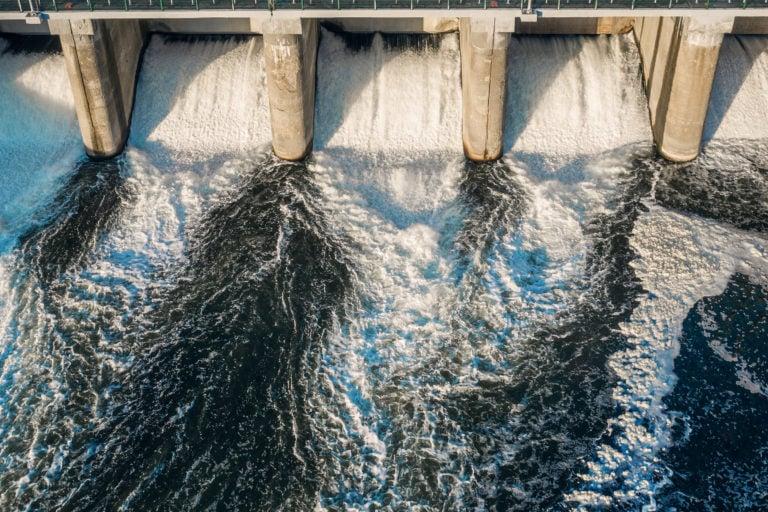 水电大坝从上面。